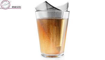 Teefilter im glas mit tee